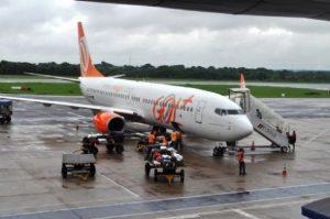 Gol é condenada a indenizar clientes após transtornos em voo e cobrança exorbitante por excesso de bagagem